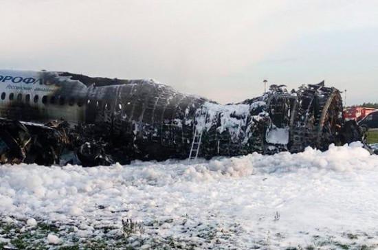 Семьи жертв катастрофы SSJ-100 не будут заявлять иски к пилоту, сообщил адвокат