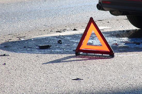 В Саратове 11 человек пострадали при столкновении автобуса со столбом