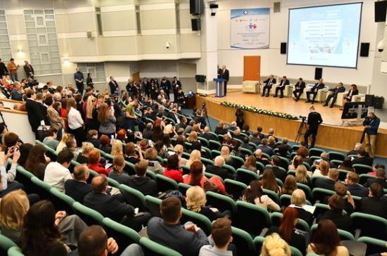 Парламентарии обсудили в «Экспоцентре» новые тенденции развития медицины