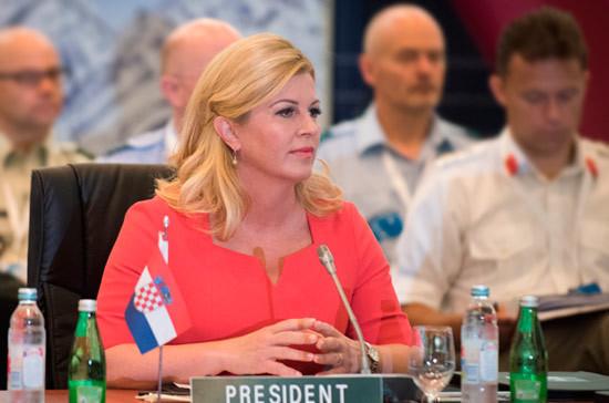 Президент Хорватии собрала подписи избирателей для выдвижения на новый срок
