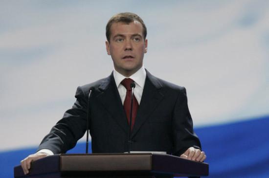 У россиян должен быть выбор при покупке лекарств, заявил Медведев