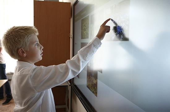 Обучение в школах при посольствах России может стать бесплатным для всех
