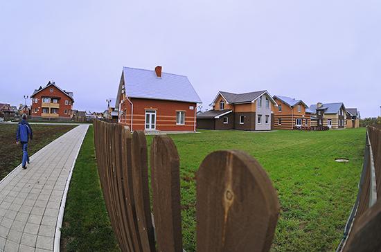В Минстрое назвали число многодетных семей, получивших земельные участки