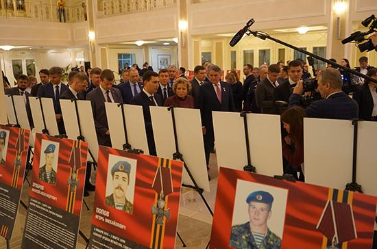 Валентина Матвиенко открыла выставку «Аллея памяти» в честь псковских десантников
