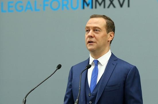 Медведев сообщил о росте импортозамещения