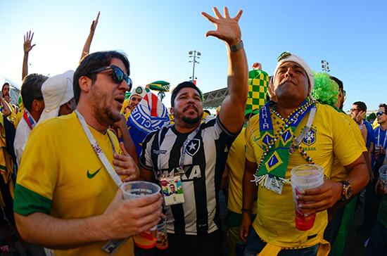 Болельщикам предлагают разрешить пить пиво на стадионах