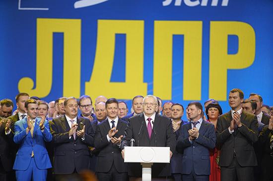 Жириновский призвал повысить среднюю зарплату в России