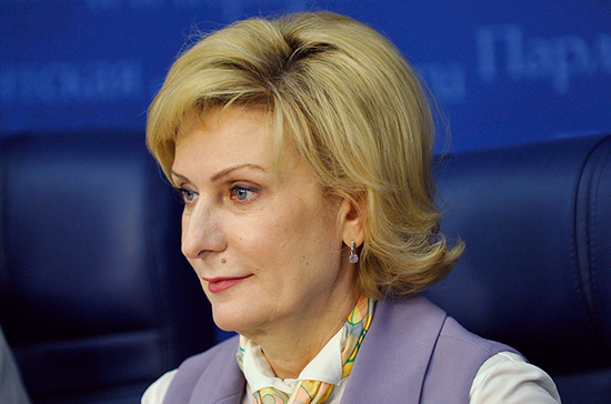 Святенко призвала разобраться со снижением социальных выплат в регионах
