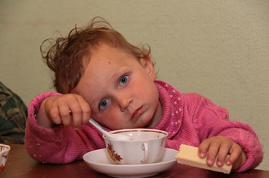 Парламент Латвии запретил оставлять детей до семи лет одних