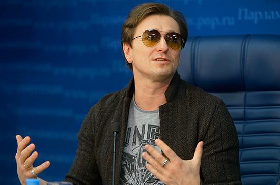 Безруков рассказал, как сделать театр доступным для всех