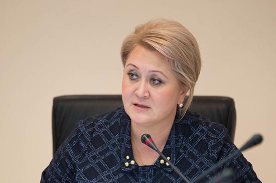 Гумерова отметила необходимость разъяснительной работы для ограничения телефонов в школах