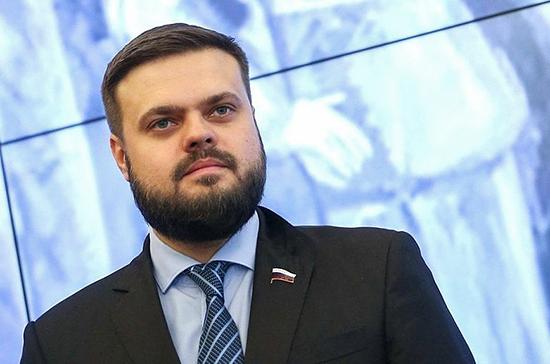 Туров осудил Киев за ужесточение правил поездок граждан в Россию