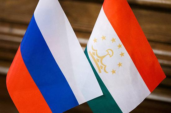 Для граждан Таджикистана изменятся условия приема на работу в РФ