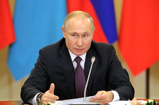 Путин дал старт движению по железнодорожной части Крымского моста