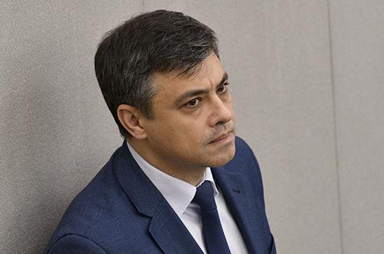 Морозов поддержал предложение приостановить торговлю никотиносодержащими смесями