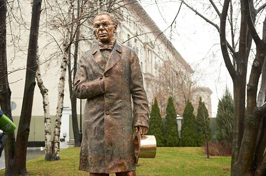 Нарышкин и Васильева открыли памятник князю Вяземскому в Москве