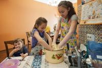 Многодетные семьи в России должны получать квартиры бесплатно