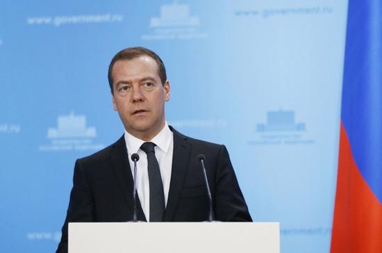 Медведев вручил госнаграды сотрудникам МЧС