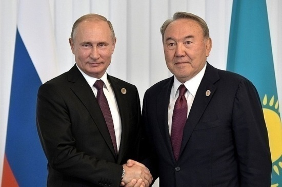Путин и Назарбаев поздравили друг друга с наступающим Новым годом