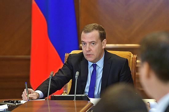 Медведев поручил оценить безопасность полетов в районах Персидского и Оманского заливов