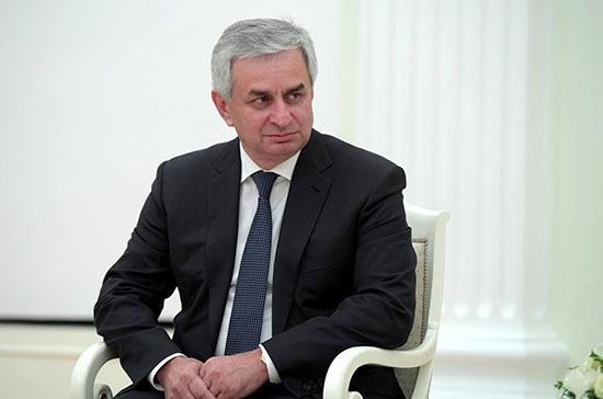 На митинг в поддержку президента Хаджимбы пришло более 400 человек, сообщили в Совбезе Абхазии