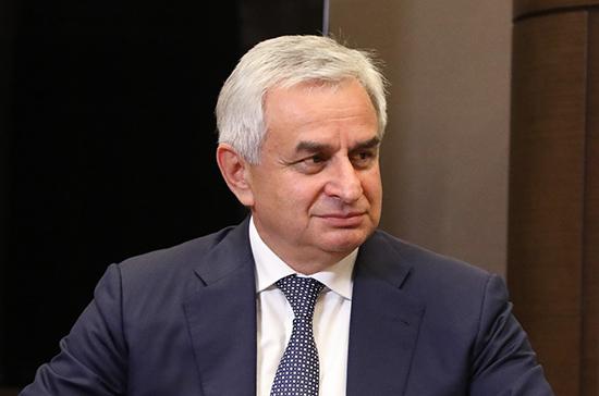 В Абхазии призвали выйти на митинг в поддержку президента Хаджимбы