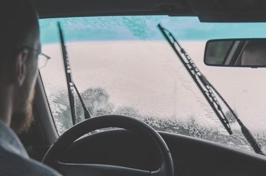 Эксперты рассказали, как часто нужно менять дворники в машине