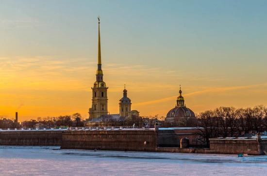 К годовщине освобождения Ленинграда от блокады Петербург украсят знамёнами Победы