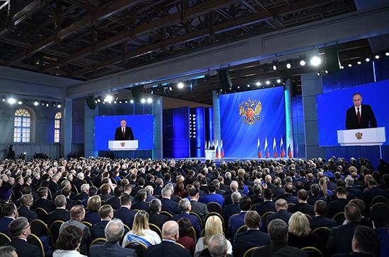 Путин поручил ввести доплату не менее 5 тысяч рублей для классных руководителей