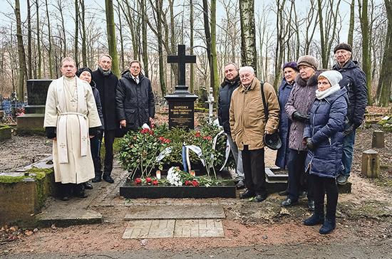 В Петербурге освятили памятник «лорд-канцлера Европы»
