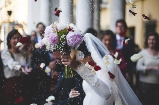 В Китае назвали причину снижения количества заключённых браков