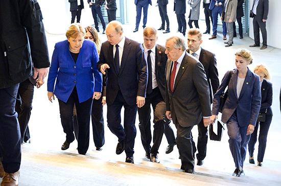 Путин прибыл на конференцию по Ливии