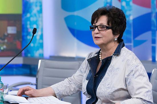 Лахова: проект поправок в Конституцию нужно было внести в Госдуму как можно скорее