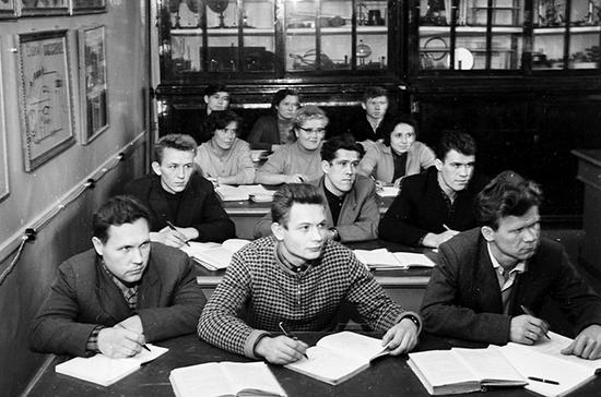 Советским студентам доверили промышленность