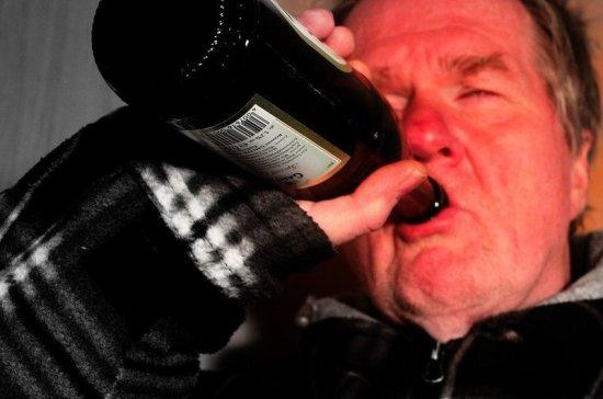 Эксперт оценил идею отправлять пьяных правонарушителей на принудительное лечение