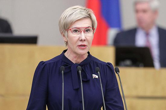 Павлова: поправки в Конституцию связаны с передачей полномочий гражданам в управлении страной