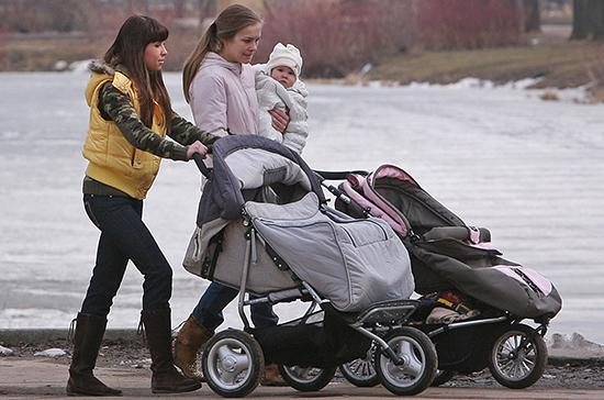 Минтруд разработал рекомендации по организации переобучения женщин с детьми