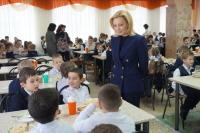 Тимофеева заявила о готовности ставропольских школ обеспечивать детей горячим питанием