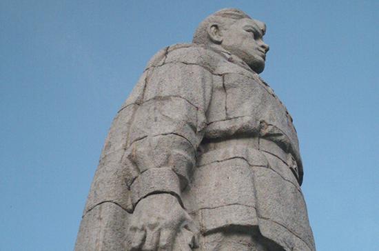 Вандалы осквернили памятник советскому солдату-освободителю в Болгарии