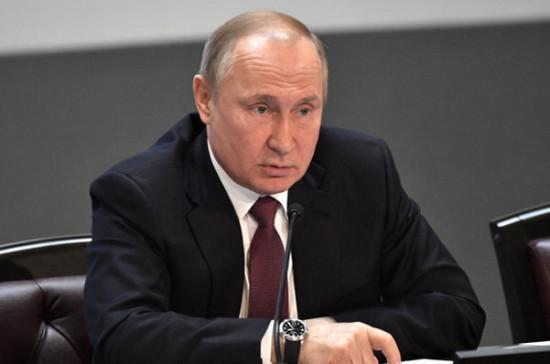 Путин поручил рассмотреть вопрос об усилении ответственности за оскорбление