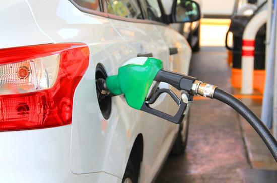 За недолив топлива на заправках могут ввести штраф с 2021 года