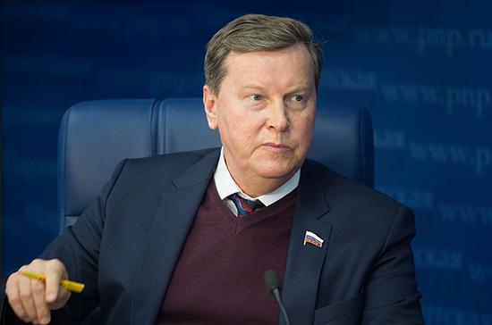 Олег Нилов предложил выдавать медицинские маски бесплатно