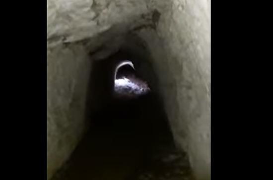 Рабочие обнаружили подземный тоннель в центре Севастополя