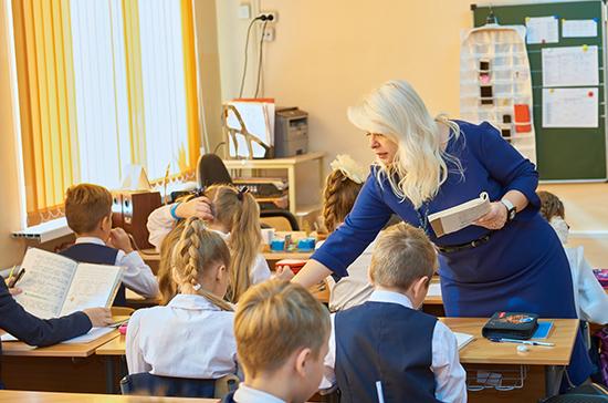 В школах соблюдают все рекомендации по защите детей от коронавируса, рассказала Святенко