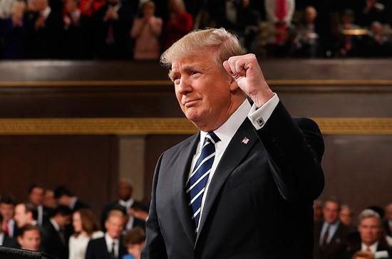 Трамп пообещал, что США будут спокойно реагировать на ситуацию с коронавирусом