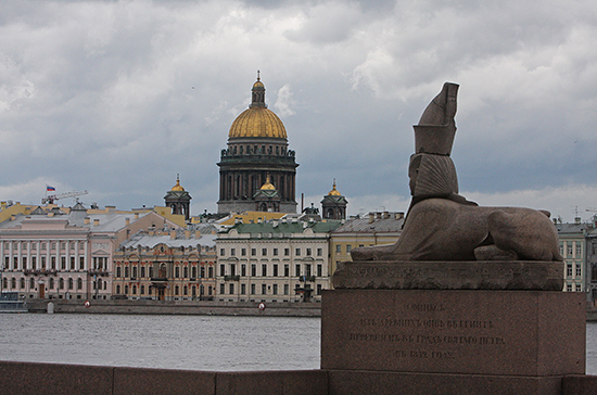 Столичный статус Петербурга предлагают записать в Конституции
