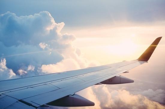 Пассажирский самолёт совершил жесткую посадку в Коми