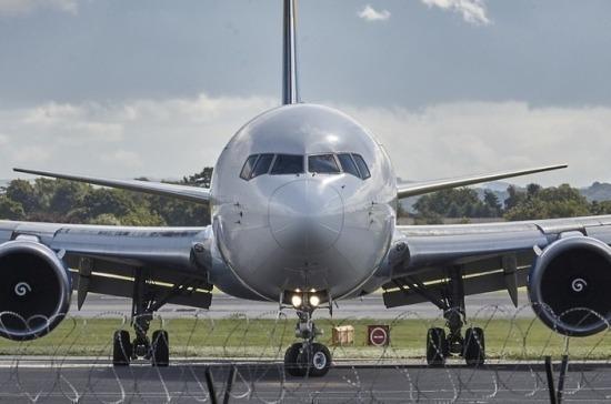 Два пассажира обратились к медикам после жесткой посадки самолёта в Коми
