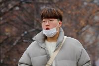 Число жертв коронавируса в КНР превысило 900 человек