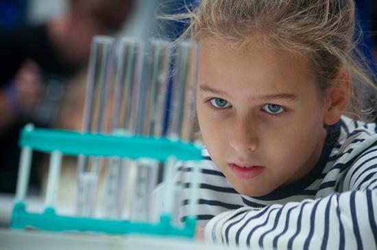 Сенаторы внесли законопроект, дающий возможность регионам обучать школьников в лабораториях вузов